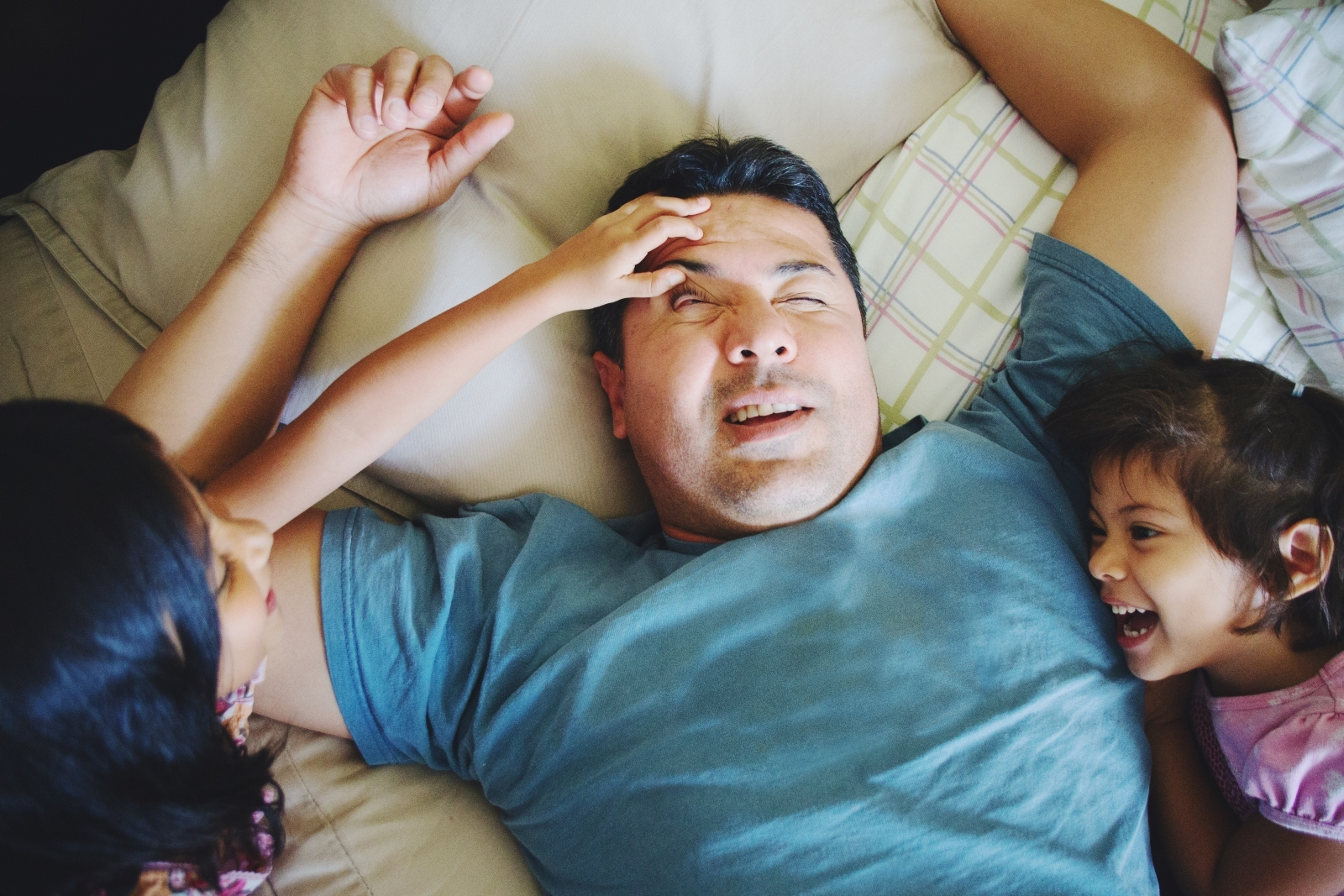 Dad in bed with kids